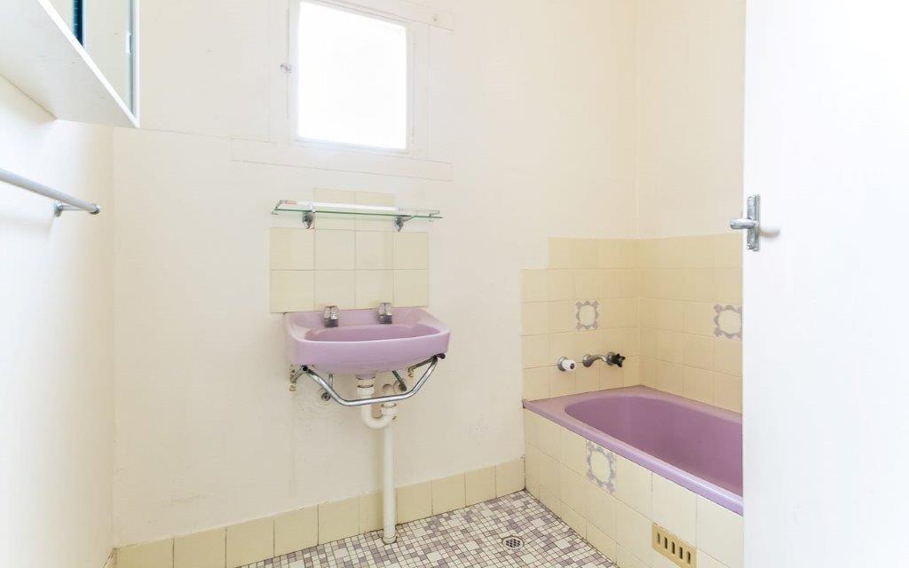 Old bathroom before renovation by Granite Homes